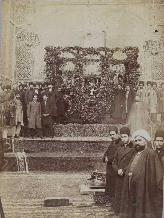 مقبره مظفرالدین شاه در تکیه دولت ( به شکل امانت قبل از انتقال به کربلای معلی )