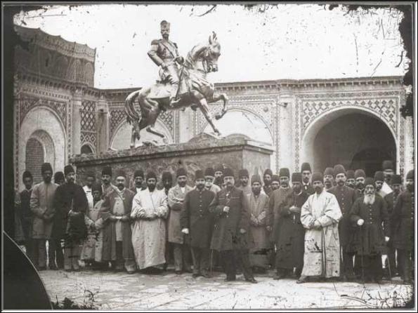 بازديد ناصرالدين شاه از اتمام ساخت مجسمه خودش در قورخانه - 1304 ه.ق