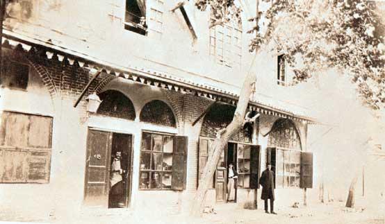 آتليه سوروگين در خيابان علاءالدوله (فردوسي)