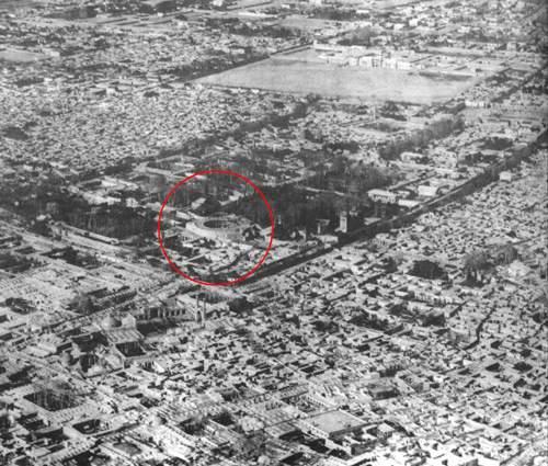 عکس هوائی از جانب جنوب شرقی، مکان تکیه دولت در ضلع جنوبی کاخ گلستان