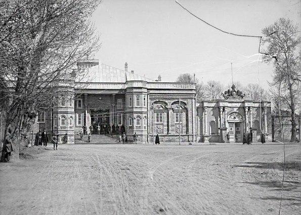 میدان و ساختمان بهارستان
